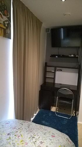use-small-desk-tv2