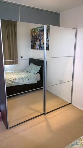 use-small-mirror wardrobe